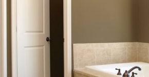 как выбрать дверь в ванную комнату, какие двери выбрать для ванной комнаты как правильно выбрать дверь для ванной комнаты, какие двери лучше выбрать для ванной комнаты