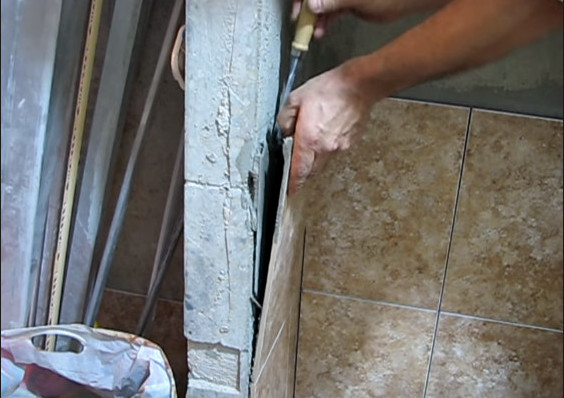 как снять старую плитку со стен
